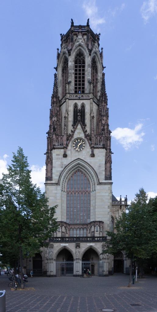 Agneskirche Köln von Außen auf dem Neusser Platz