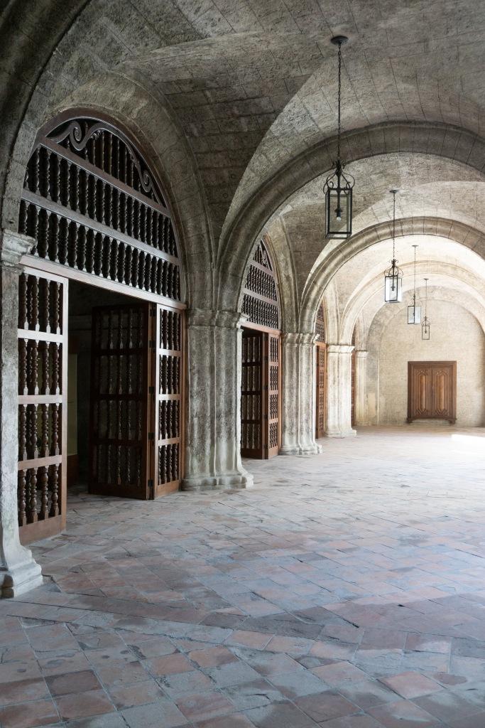Umnutzung Franz von Assisi Basilika und Kloster zu Museum Kreuzgang Innenhof