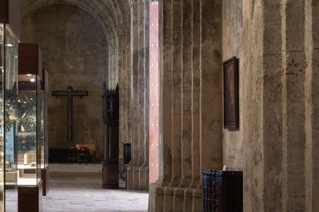 Umnutzung Franz von Assisi Basilika zu Museum Vitrinen
