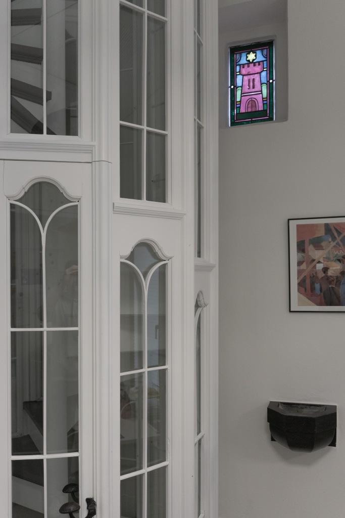 Klarissenkloster Köln Kirchenumnutzung historische Wendeltreppe Fenster buntglas