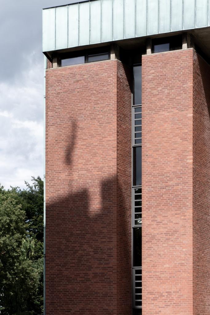Kirchenumnutzung St. Bonifatius Münster Verlagshaus Backsteinfassade Flachdach